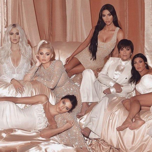 Família Kardashian adere ao brechó de luxo